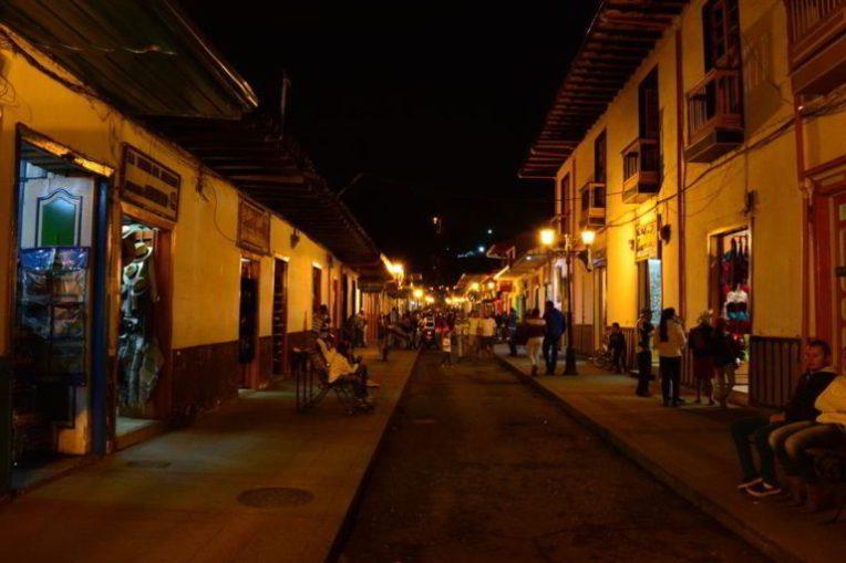 Noite em Salento, no Eje Cafetero