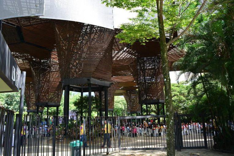 Jardim Botânico em Medellín, com sua arquitetura única.