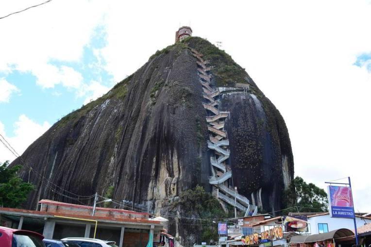 Escadaria de 740 degraus para chegar ao topo da Pedra do Peñol!