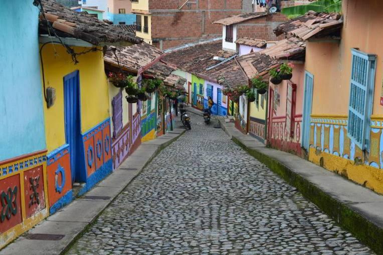 Ruas coloridas de Guatapé.