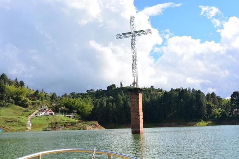 Réplica da torre da igreja de Peñol