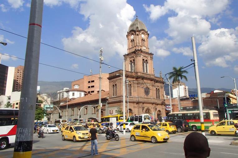 Uma das igrejas de Medellín