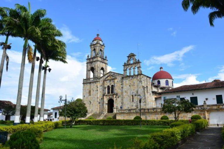 Igreja e praça principal de Guadalupe