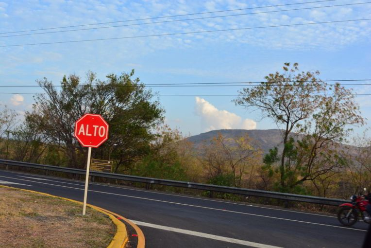 Vulcão Masaya visto da estrada