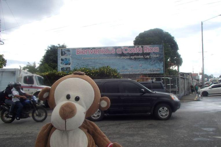 Mucuvinha cruzando a fronteira Panamá - Costa Rica