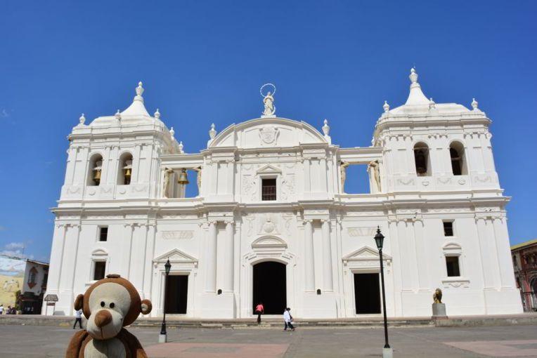 Mucuvinha na Catedral de León, Nicarágua