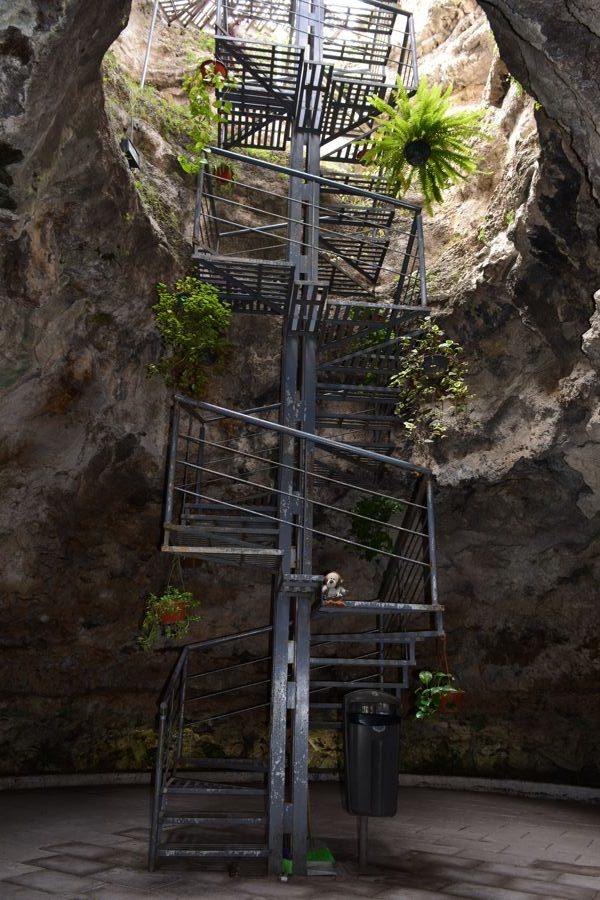 Escadaria para descer ao Cuexcomate