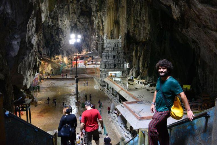 Dentro das Batu Caves