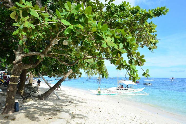 Praia de Alona, em Bohol