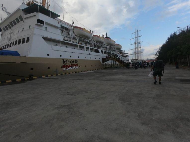 Ferry que leva de Bali a Flores