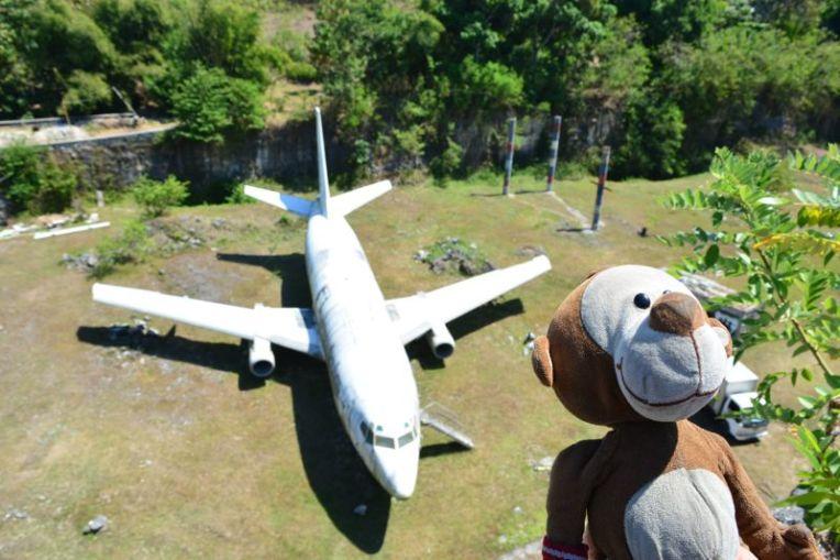 Mucuvinha e o avião abandonado de Bali