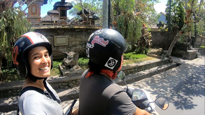 Andando de scooter em Bali