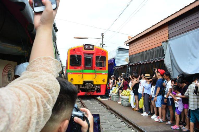 Feira de Maeklong, Tailândia