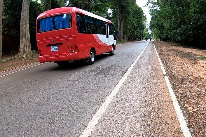 Ônibus em Angkor