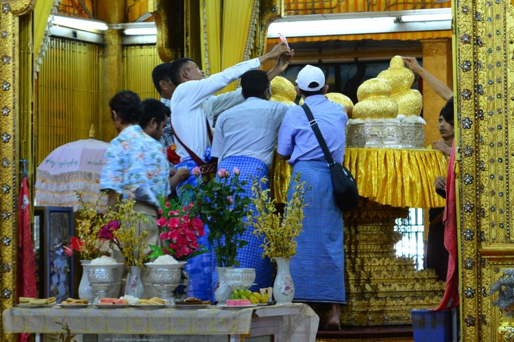 Longyi, Myanmar
