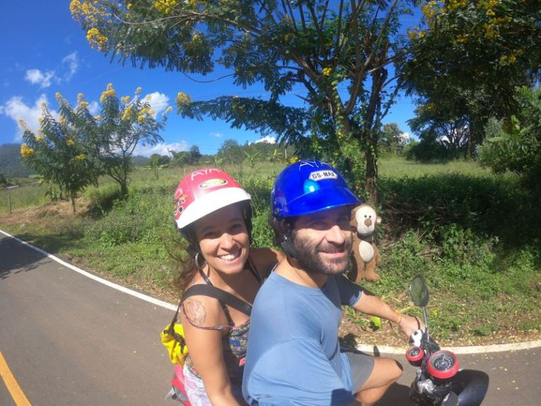 Passeando de scooter em Pai