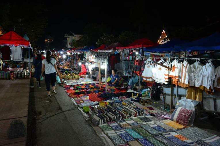 Feira noturna de Luang Prabang