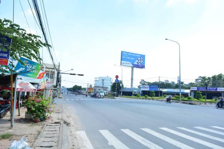 Estrada por onde correu Kim Phuc