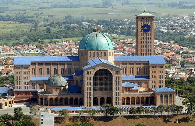 Top 10 maiores templos cristãos do mundo - Santuário Nacional de Nossa Senhora Aparecida