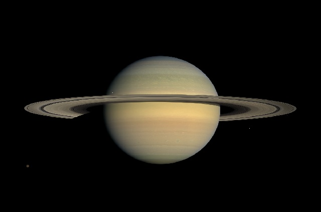 Origem da cor amarelada de Saturno