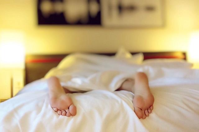 A pressão e frequência cardíaca caem quando você dorme