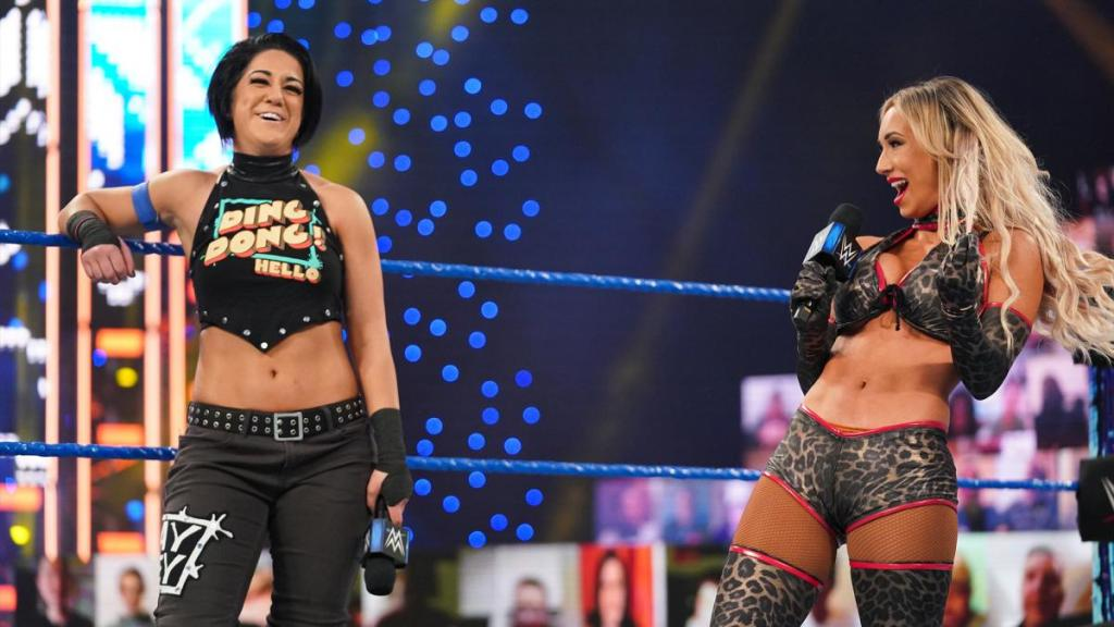 Bayley y Carmella durante SmackDown