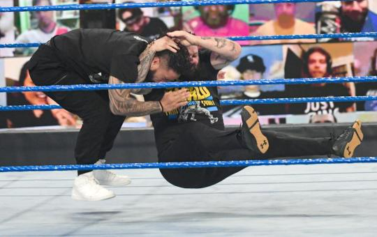 Owens al final de SmackDown