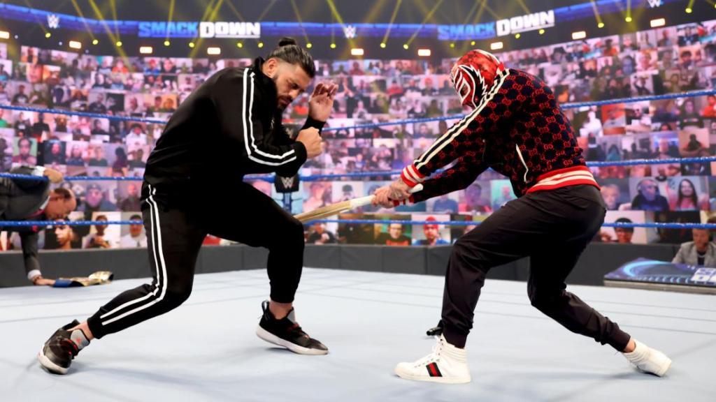 Mysterio y Roman