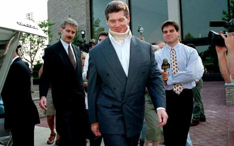 Vince McMahon a la salida del juicio