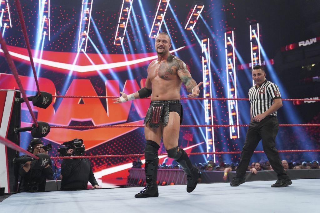 Kross en Raw