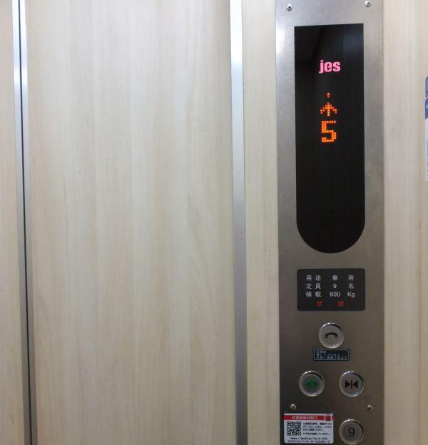 エレベータで5階まで!