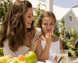 mum-and-daughter-eat-fruits.JPG