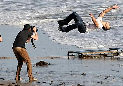 taylor-lautner-photo-shooting-summersault-at-beach.jpg