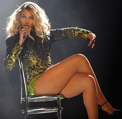 Beyonce-Sitting-on-Chair.jpg
