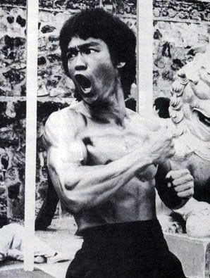 Bruce-Lee-Punch-While-Shout.jpg