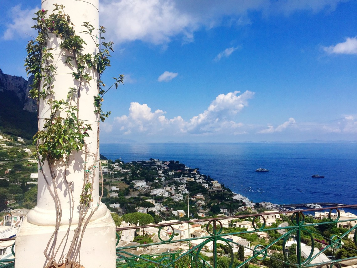 Complete guide on everything to eat, see and do in Capri, Italy.