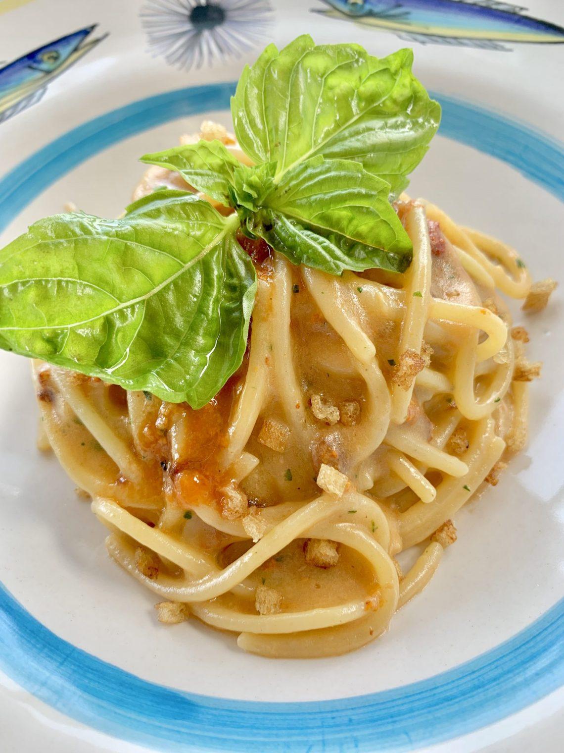 sea urchin pasta at il Riccio restaurant capri italy