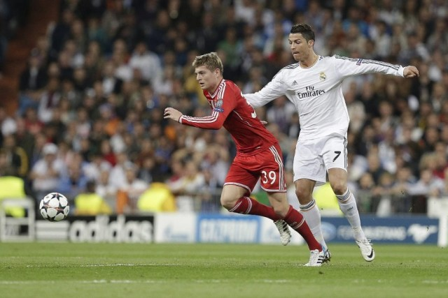 Real Madrid's Cristiano Ronaldo and Bayern Munich's Toni Kroos fight for the ball -- photo: dpa