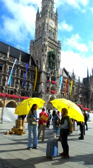 Yellow umbrellas mark the walking tours