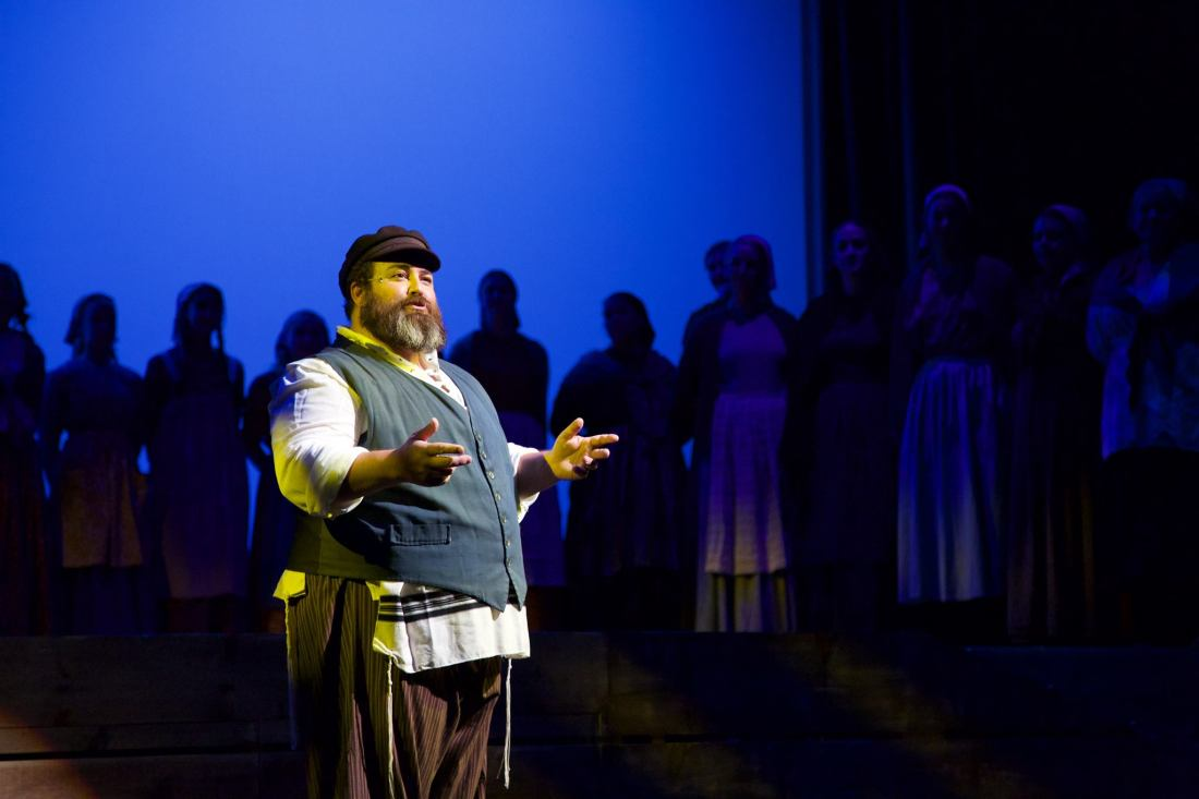 Centerstage Clovis Opens Fiddler On The Roof The Munro Review