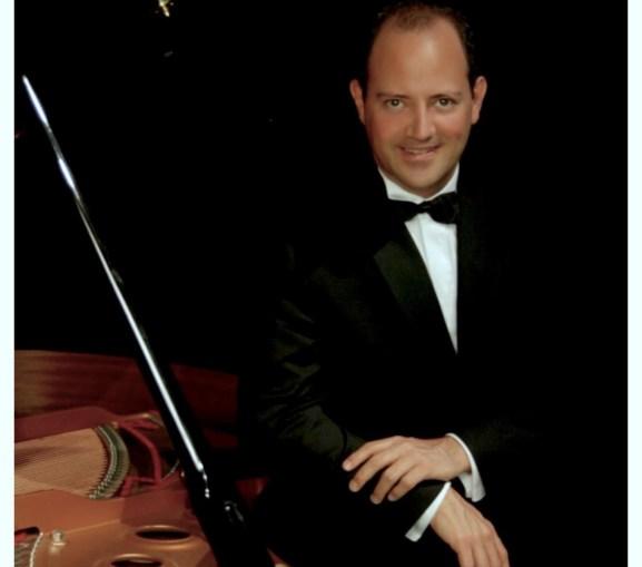 Mauricio Náder, pianist