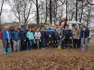Сотрудники МУППЭС провели субботник в парке Железнодорожников