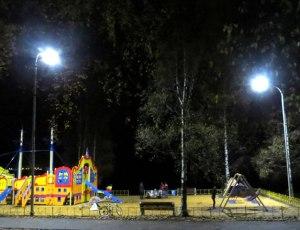 В Октябрьском районе появился еще один освещенный парк