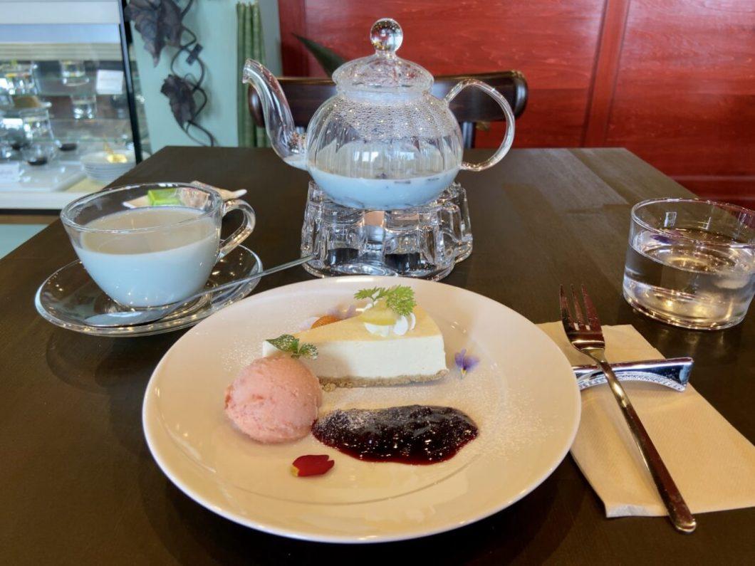 らGlowGrowCafe_ブルージャスミンミルクティーとレモンチーズケーキ