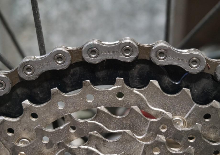 自転車のチェーンは汚れるし、オイル(油膜)が切れると摩擦熱が強く生じる