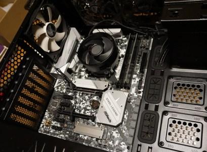 マザーボードをPCケースに設置を完了(自作パソコンつくる/PCケース編)