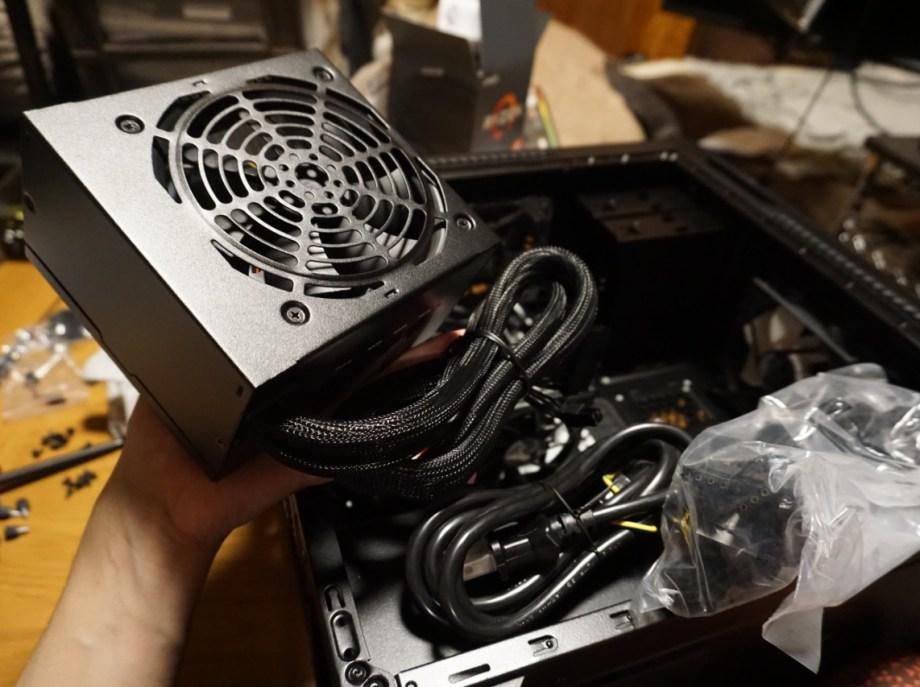 電源ユニットを設置(自作パソコンつくる/電源ユニット編)