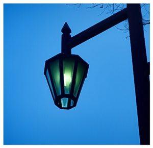 街灯ともる…。【コンデジ散歩】
