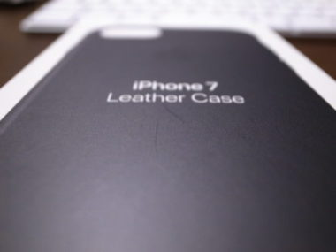 iPhone7に保護フィルムと純正カバーを装着してみた