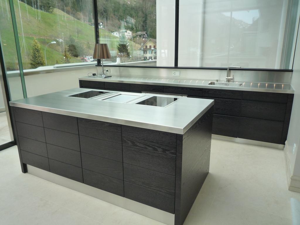 k chen mit kochinsel bilder kuche mit kochinsel schwarz. Black Bedroom Furniture Sets. Home Design Ideas